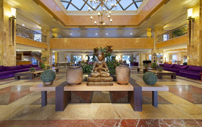 golf-expedition-golf-reis-Spanje-Regio-malaga-Elba-Estepona-Gran-Hotel-Thalasso-Spa-lobby-lounge-sofa-bank-receptie