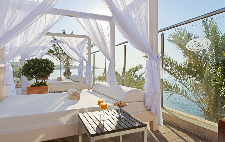golf-expedition-golf-reis-Spanje-Regio-malaga-Elba-Estepona-Gran-Hotel-Thalasso-Spa-lounge-bed-uitzicht-zee-service