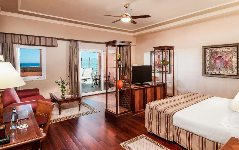golf-expedition-golf-reis-Spanje-Regio-malaga-Elba-Estepona-Gran-Hotel-Thalasso-Spa-slaapkamer-uitzicht-bed-slaapkamer-terras-balkon