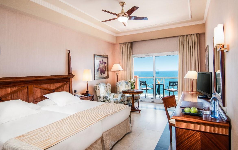 golf-expedition-golf-reis-Spanje-Regio-malaga-Elba-Estepona-Gran-Hotel-Thalasso-Spa-slaapkamer-uitzicht-zee