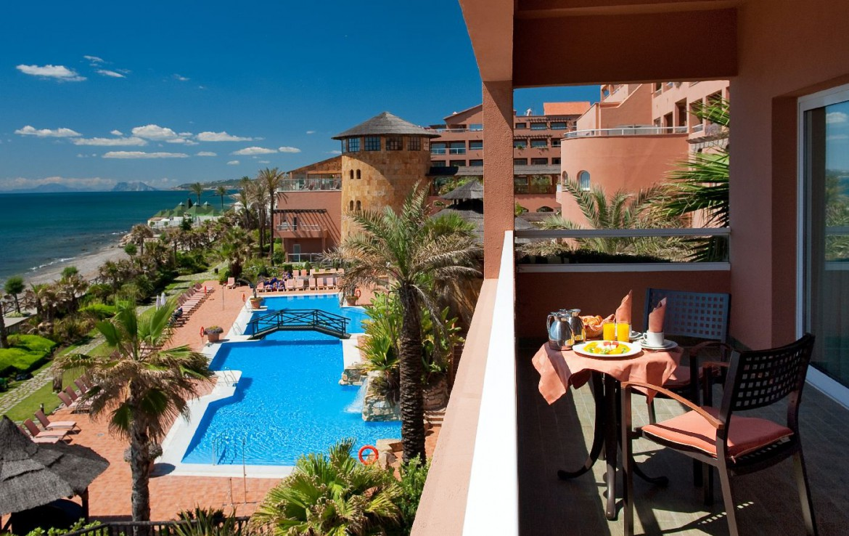 golf-expedition-golf-reis-Spanje-Regio-malaga-Elba-Estepona-Gran-Hotel-Thalasso-Spa-uitzicht-balkon-terras-zwembad-zee