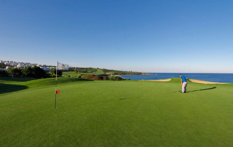 golf-expedition-golf-reis-Spanje-Regio-malaga-Elba-Estepona-Gran-Hotel-Thalasso-Spa-zandpool-zee-hole-vlag-green