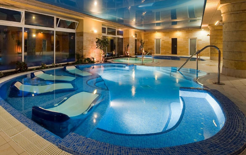 golf-expedition-golf-reis-Spanje-Regio-malaga-Elba-Estepona-Gran-Hotel-Thalasso-Spa-zwembad-lounge-zwembad-uitzicht-nacht