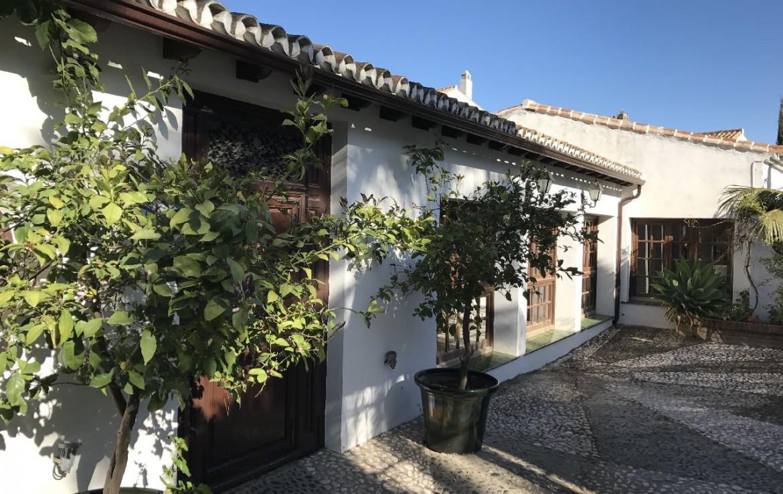 golf-expedition-golf-reis-spanje-Regio-Malaga-Alhaurin-Golf-Resort-gebouw-bomen