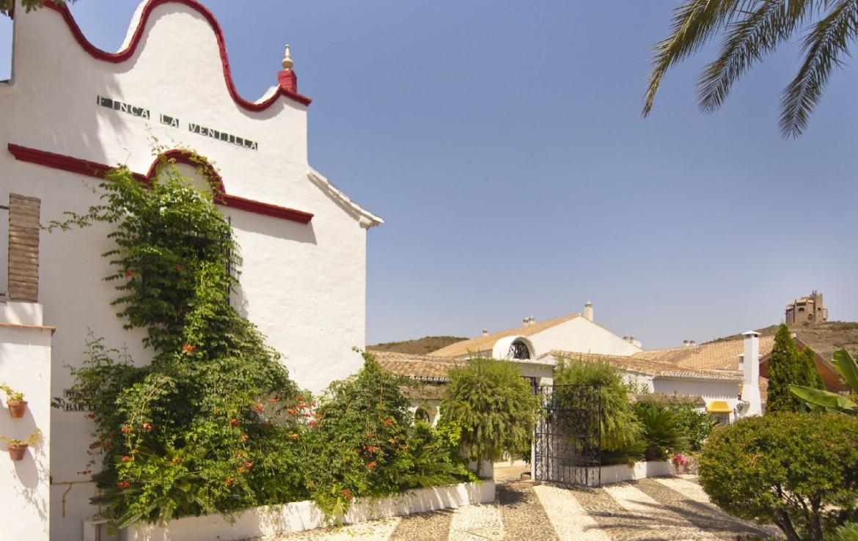 golf-expedition-golf-reis-spanje-Regio-Malaga-Alhaurin-Golf-Resort-gebouw-pand-tuin-terras