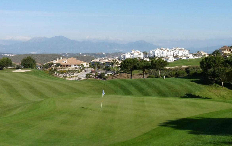 golf-expedition-golf-reis-spanje-Regio-Malaga-Alhaurin-Golf-Resort-golfbaan-green-prachtig-groot
