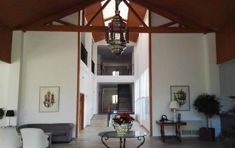golf-expedition-golf-reis-spanje-Regio-Malaga-Alhaurin-Golf-Resort-lounge-lobby-lamp