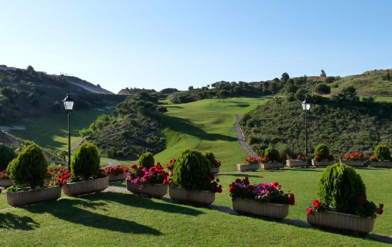 golf-expedition-golf-reis-spanje-Regio-Malaga-Alhaurin-Golf-Resort-tuin-golfbaan-hoog-byzonder