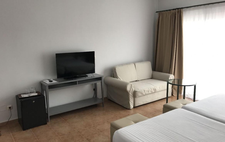 golf-expedition-golf-reis-spanje-Regio-Malaga-Alhaurin-Golf-Resort-tv-televisie-bed-meubels