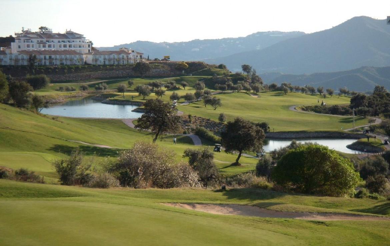 golf-expedition-golf-reis-spanje-Regio-Malaga-Alhaurin-Golf-Resort-uitzicht-golfbaan-golfcart