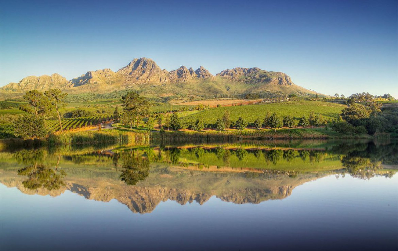 golf-expedition-golf-reis-zuid-afrika-colourful-manor-water-met-bergen.jpg