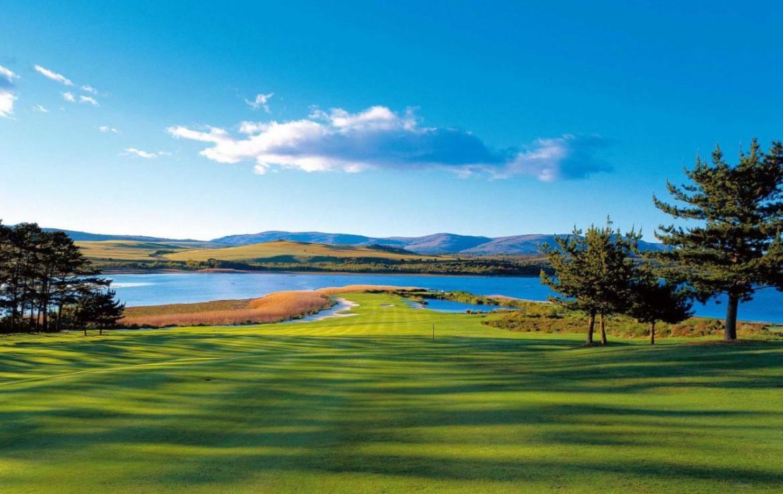 golf-expedition-golf-reis-zuid-afrika-golf-en-garden-route-golfbaan-gelegen-aan-water.jpg