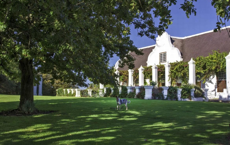 golf-expedition-golf-reis-zuid-afrika-golf-en-garden-route-resort-met-grote-ontspannende-tuin.jpg