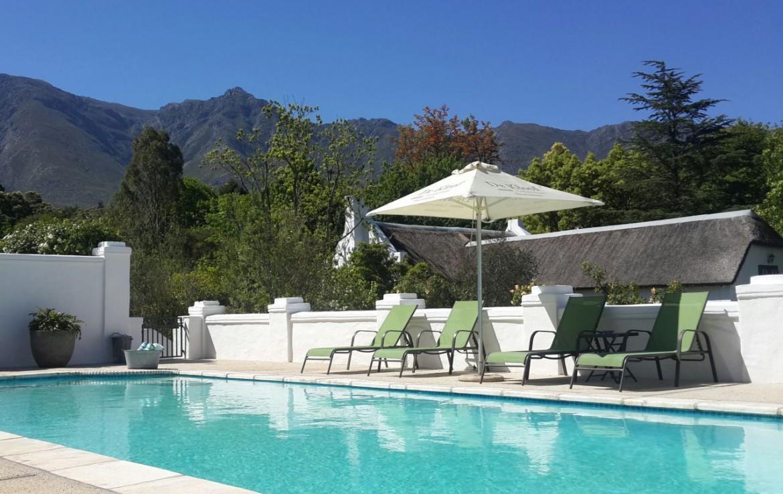 golf-expedition-golf-reis-zuid-afrika-golf-en-garden-route-zwembad-ligbedden-bergen.jpg