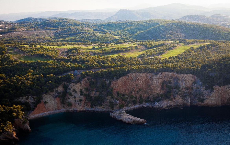 golf-expedition-golf-reizen-Frankerijk-regio- Provence-Hotel-du- Castellet-berg-droneshot-boven-aanzicht-