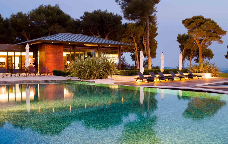 golf-expedition-golf-reizen-Frankerijk-regio- Provence-Hotel-du- Castellet-buiten-terras-hotel-luxe
