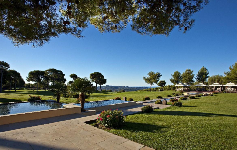golf-expedition-golf-reizen-Frankerijk-regio- Provence-Hotel-du- Castellet-golfbaan-bos-water-uitzicht