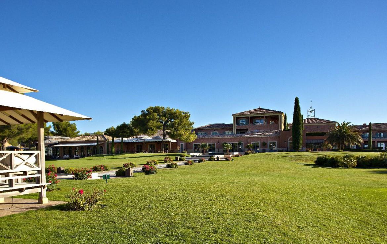 golf-expedition-golf-reizen-Frankerijk-regio- Provence-Hotel-du- Castellet-golfbaan-uitzicht-hotel-bos