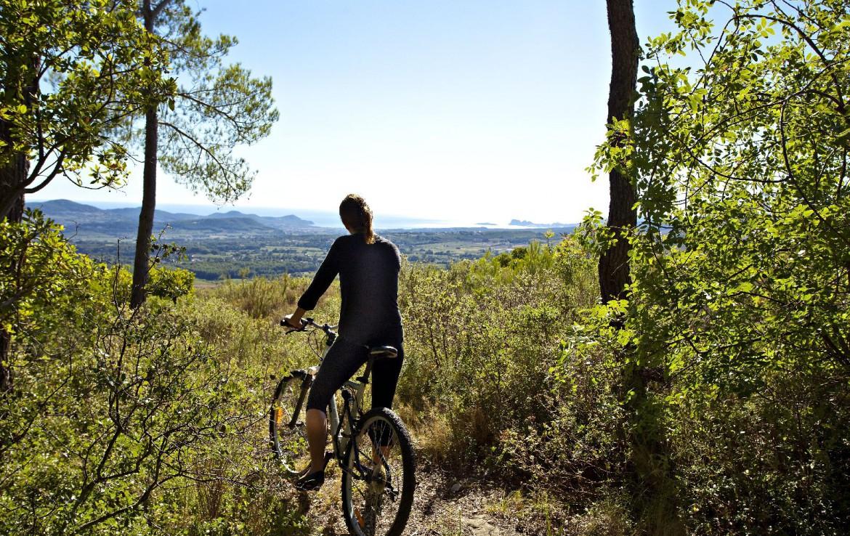 golf-expedition-golf-reizen-Frankerijk-regio- Provence-Hotel-du- Castellet-recreatie-fietsen-bos