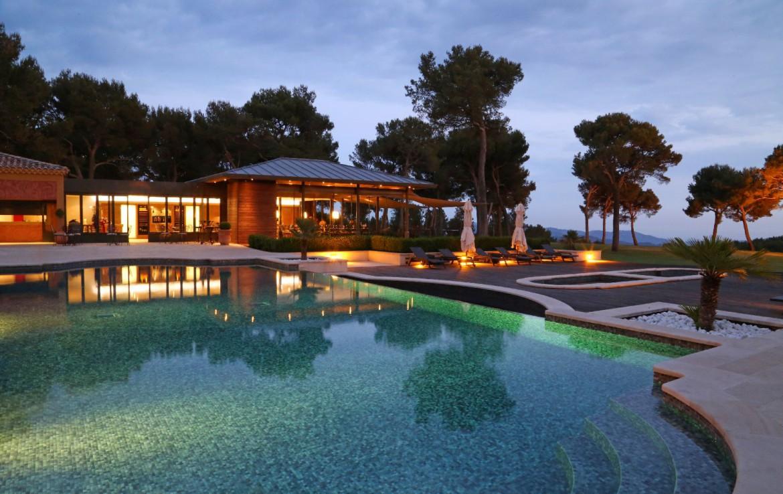 golf-expedition-golf-reizen-Frankerijk-regio- Provence-Hotel-du- Castellet-zwembad-hotel-uitzicht-modern
