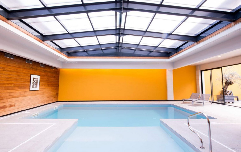 golf-expedition-golf-reizen-Frankerijk-regio- champagne-Hotel-de-la-paix-binnen-zwembad-natuur-licht