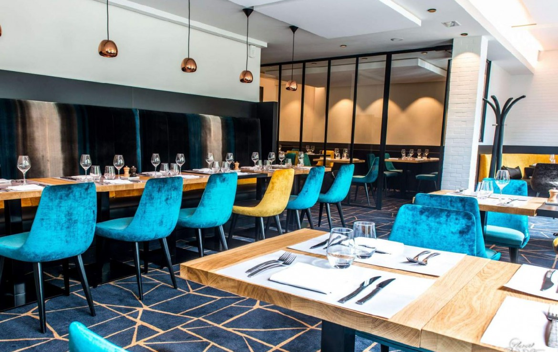 golf-expedition-golf-reizen-Frankerijk-regio- champagne-Hotel-de-la-paix-eetruimte-bestek-modern-stoelen