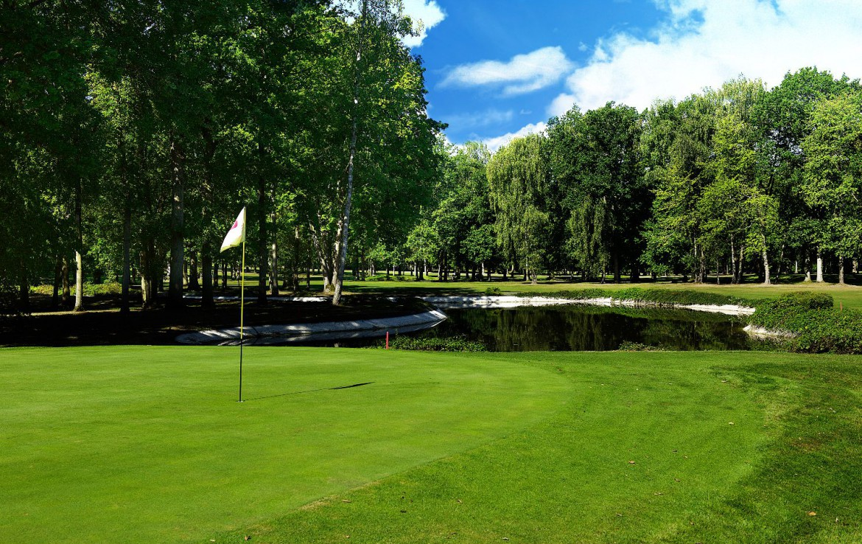 golf-expedition-golf-reizen-Frankerijk-regio- champagne-Hotel-de-la-paix-golfbaan-bos-water