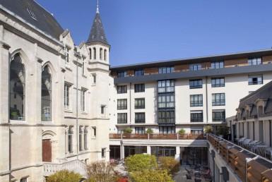 golf-expedition-golf-reizen-Frankerijk-regio- champagne-Hotel-de-la-paix-hotel-uitzicht-gebouw