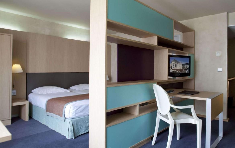 golf-expedition-golf-reizen-Frankerijk-regio- champagne-Hotel-de-la-paix-slaap-kamer-bed-luxe-modern