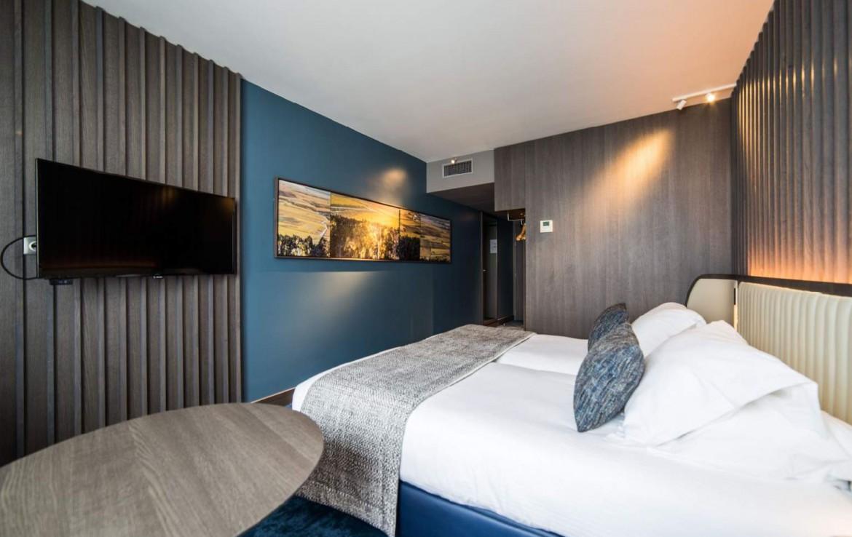 golf-expedition-golf-reizen-Frankerijk-regio- champagne-Hotel-de-la-paix-slaapkamer-bed-blauw