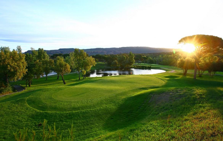 golf-expedition-golf-reizen-frank-regio-cote-d'azur-chateau-des-demoiselles-golfbaan-green-water-hazard.jpg