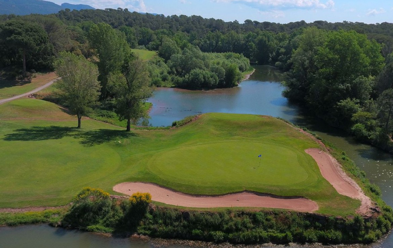 golf-expedition-golf-reizen-frank-regio-cote-d'azur-chateau-des-demoiselles-golfbaan-in-natuur.jpg