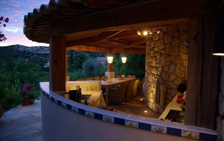 golf-expedition-golf-reizen-frank-regio-cote-d'azur-villa-la-brunhyere-buiten-eettafel.jpg