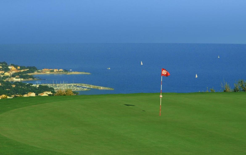 golf-expedition-golf-reizen-frank-regio-cote-d'azur-villa-la-brunhyere-green-met-uitzicht-op-zee.jpg