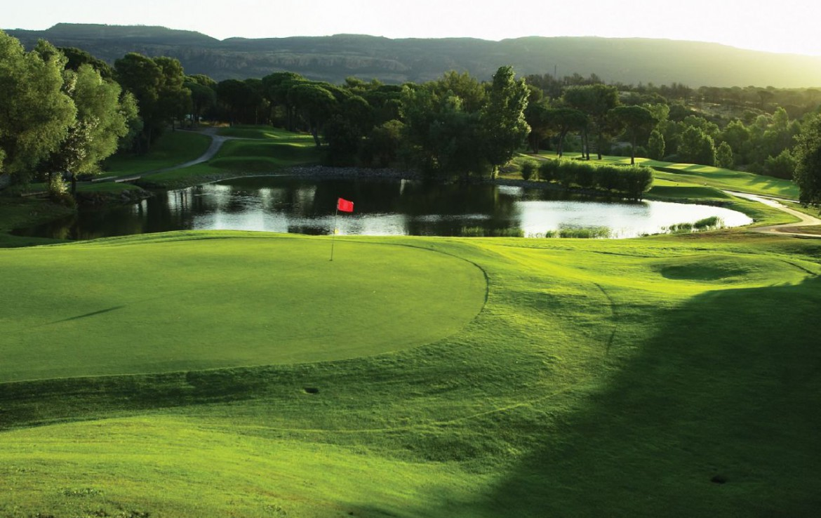golf-expedition-golf-reizen-frank-regio-cote-d'azur-villa-la-brunhyere-green-water-hazard-golfbaan.jpg
