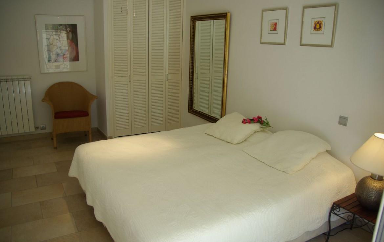 golf-expedition-golf-reizen-frank-regio-cote-d'azur-villa-la-brunhyere-slaapkamer-twee-personen-opbergruimte-spiegel.jpg
