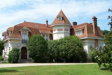 golf-expedition-golf-reizen-frankrijk-regio-aquitaine-biarritz-chateau-du-clair-lune-voorkant-van-villa.jpg