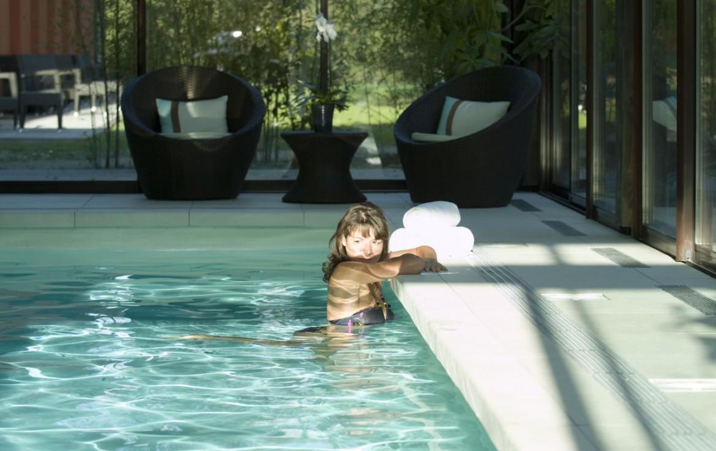 golf-expedition-golf-reizen-frankrijk-regio-aquitaine-bodreaux-golf-du-medoc-hotel-en-spa-binnen-zwembad-zitruimte.jpg