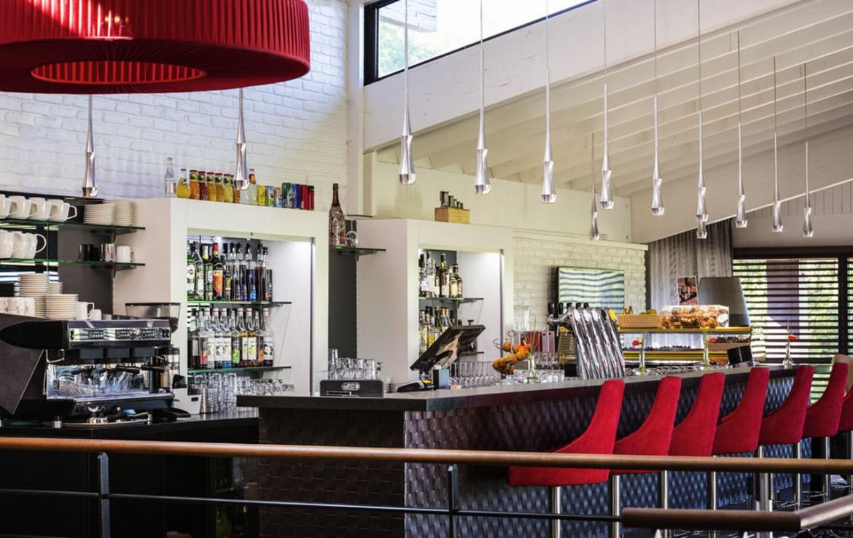 golf-expedition-golf-reizen-frankrijk-regio-aquitaine-bodreaux-golf-du-medoc-hotel-en-spa-luxe-bar.jpg