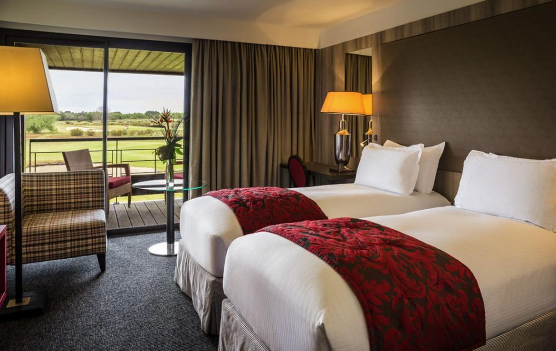 golf-expedition-golf-reizen-frankrijk-regio-aquitaine-bodreaux-golf-du-medoc-hotel-en-spa-twee-losse-bedden-met-terras.jpg