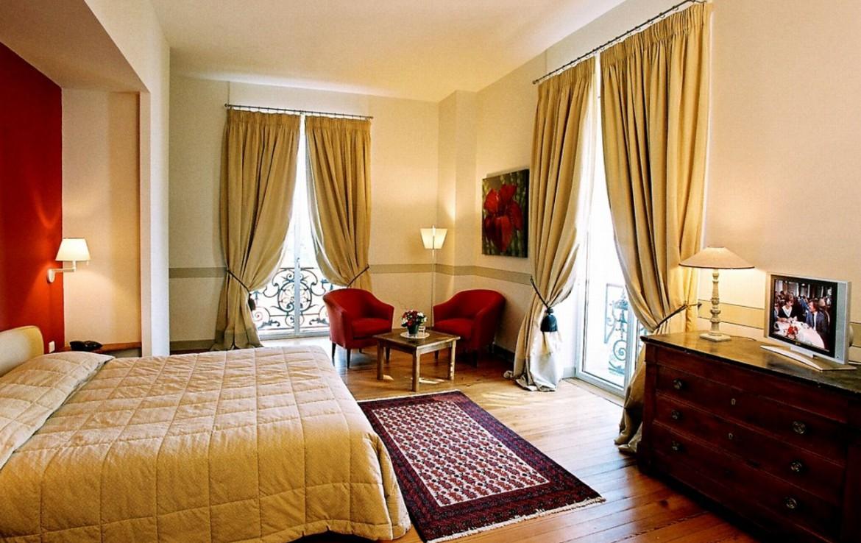 golf-expedition-golf-reizen-frankrijk-regio-aquitaine--bordeaux-chateau-grattequina-slaapkamer-twee-personen-twee-stoelen.jpg
