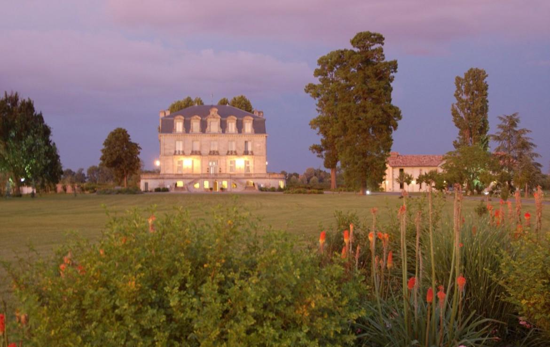 golf-expedition-golf-reizen-frankrijk-regio-aquitaine--bordeaux-chateau-grattequina-tuin-grasveld-villa.jpg