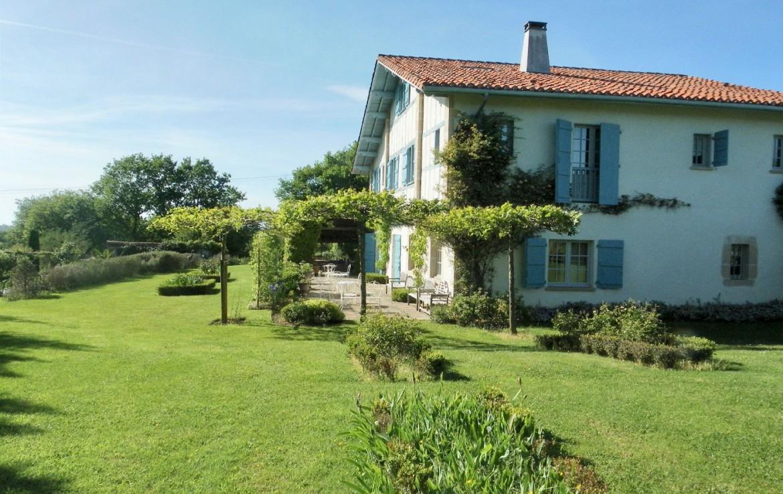 golf-expedition-golf-reizen-frankrijk-regio-biarritz-les-voles-blue-accommodatie-met-prachtige-tuin-zwembad-en-terras.jpg