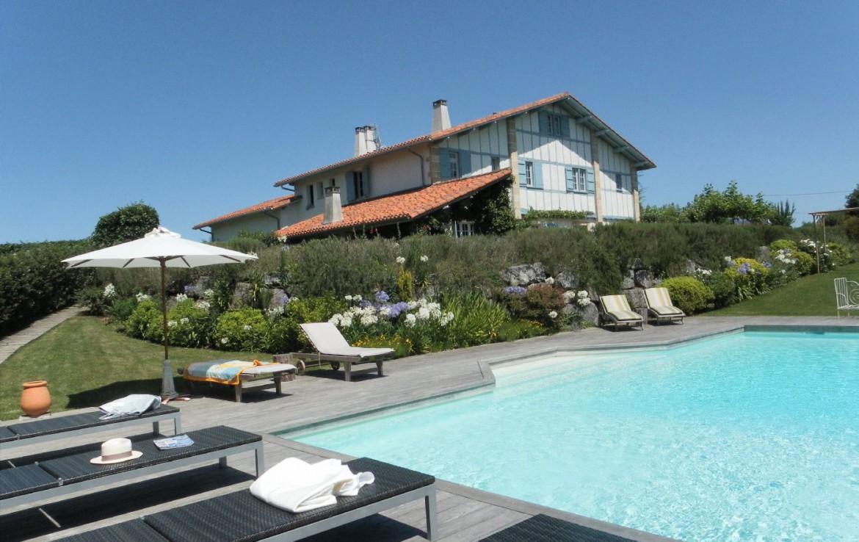 golf-expedition-golf-reizen-frankrijk-regio-biarritz-les-voles-blue-prachtige-accommodatie-met-zwembad-ligbedden-en-tuin-.jpg