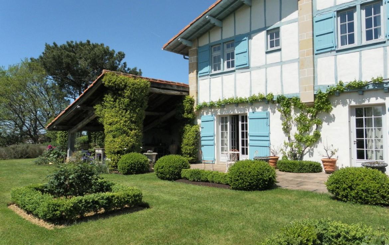 golf-expedition-golf-reizen-frankrijk-regio-biarritz-les-voles-blue-voorkant-appartementen-uitzicht-op-tuin.jpg