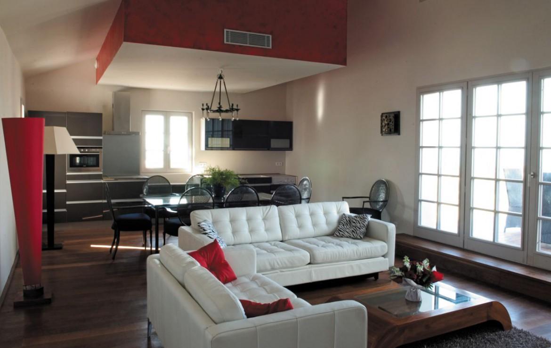 golf-expedition-golf-reizen-frankrijk-regio-biarritz-villa-clara-appartement-met-woonkamer-keuken-en-eettafel.jpg