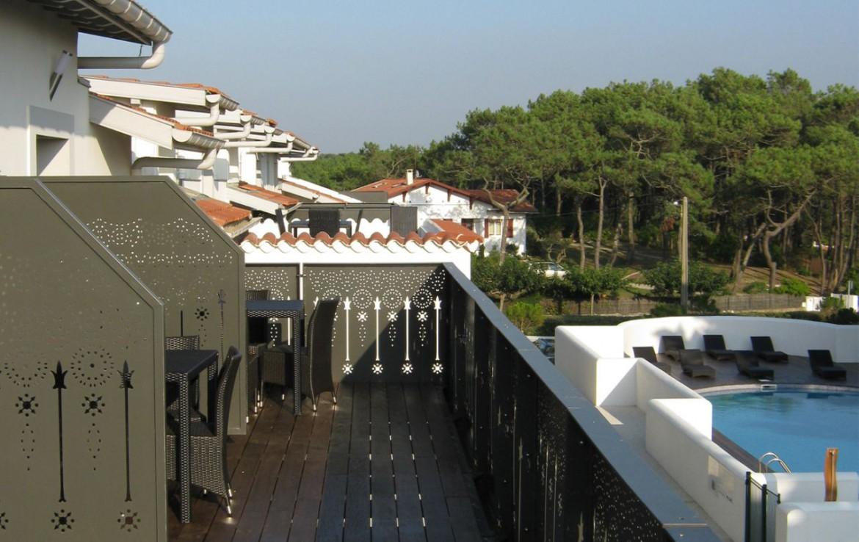 golf-expedition-golf-reizen-frankrijk-regio-biarritz-villa-clara-balkon-zwembad.jpg