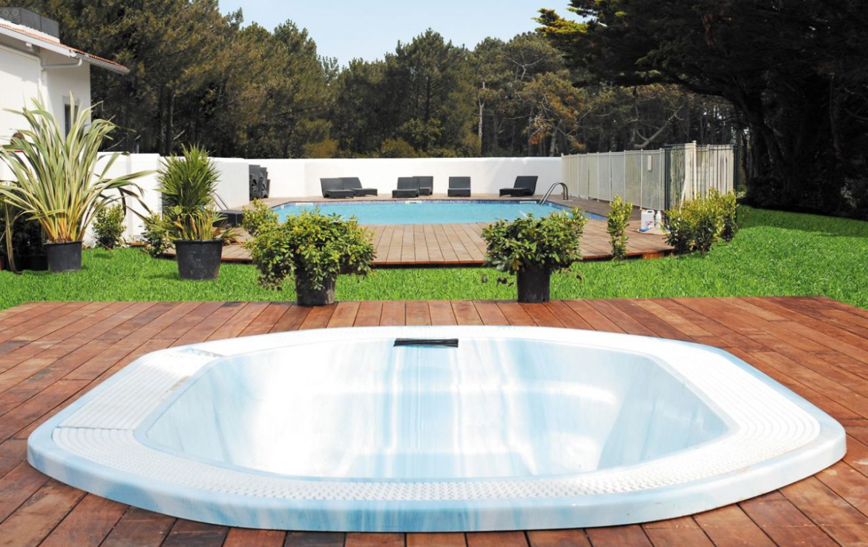golf-expedition-golf-reizen-frankrijk-regio-biarritz-villa-clara-jacuzzi-zwembad.jpg