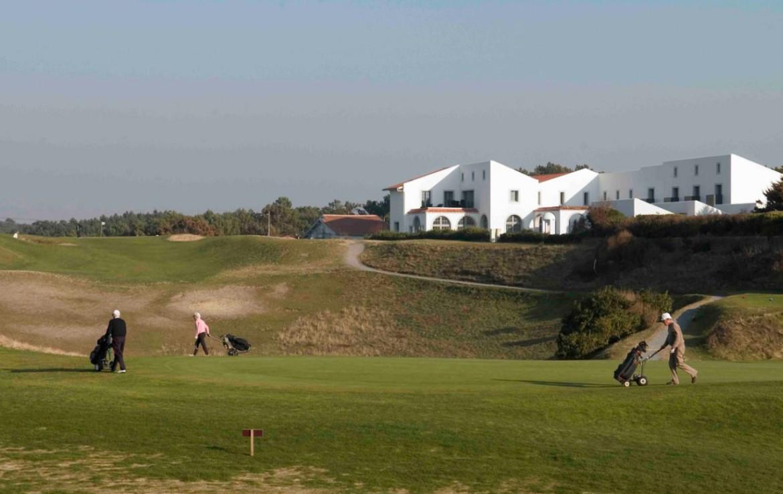 golf-expedition-golf-reizen-frankrijk-regio-biarritz-villa-clara-villa-golfers-op-golfbaan.jpg