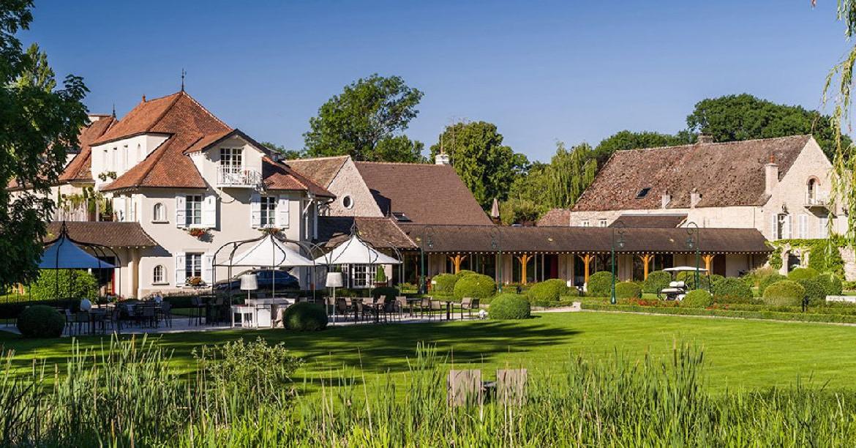 golf-expedition-golf-reizen-frankrijk-regio-bougogne-hotel-de-la-poste-hotel-bos-terras-zitplek-tuin